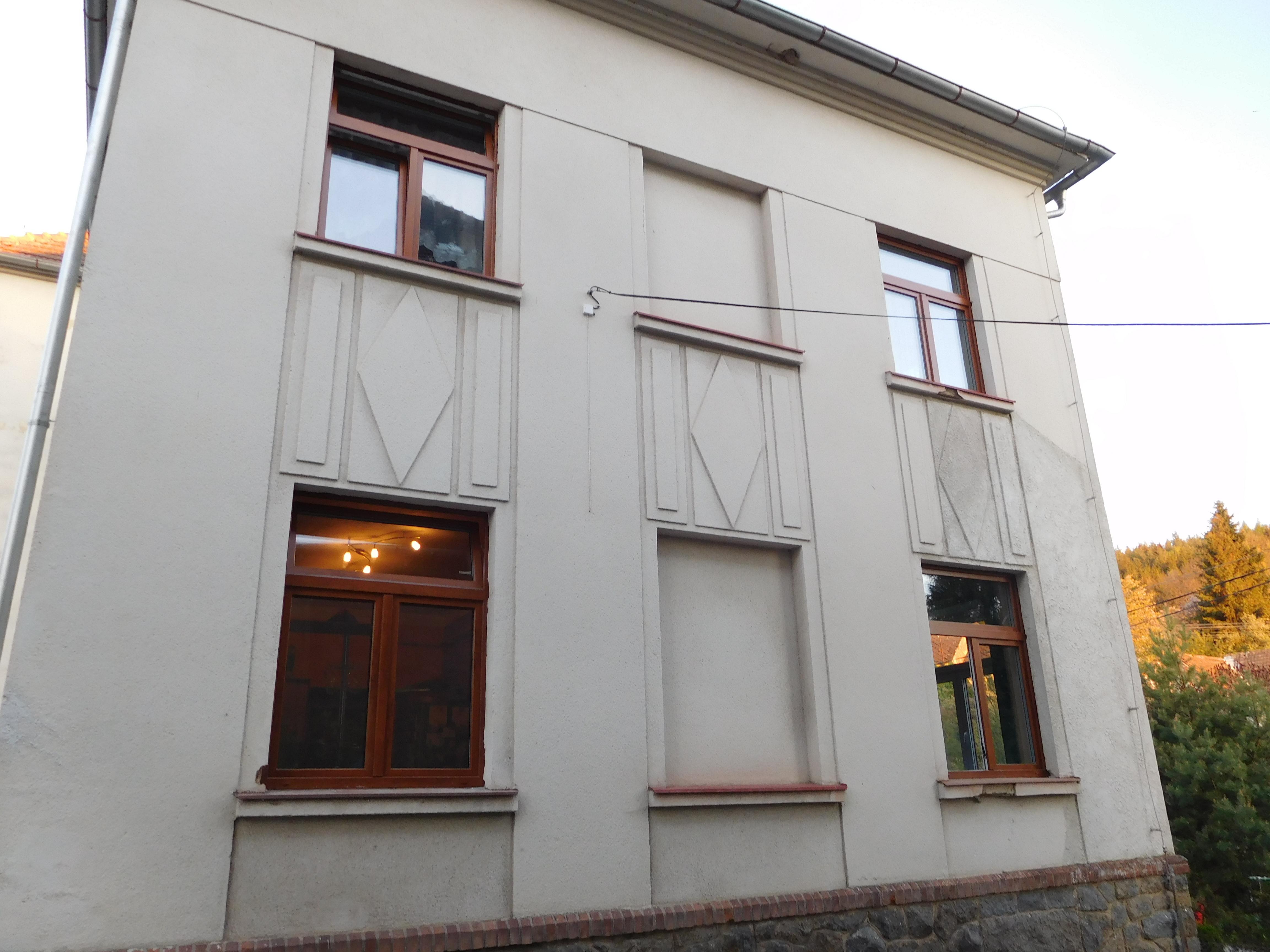 Výměna výplní otvorů bytového domu čp.34 Tažovice